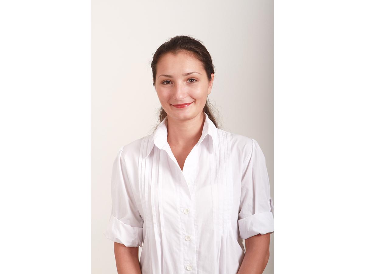 Dr. Roxana Angelescu, Medic Dentist